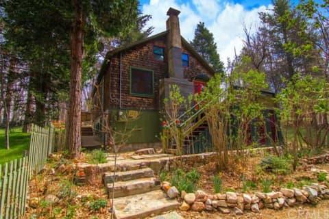 Romantic/Family Charmer Storybook Cabin-Lake 1 mi