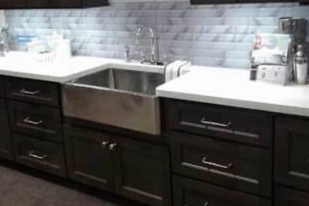 Beautifully remodeled 2 bedroom upper unit deluxe