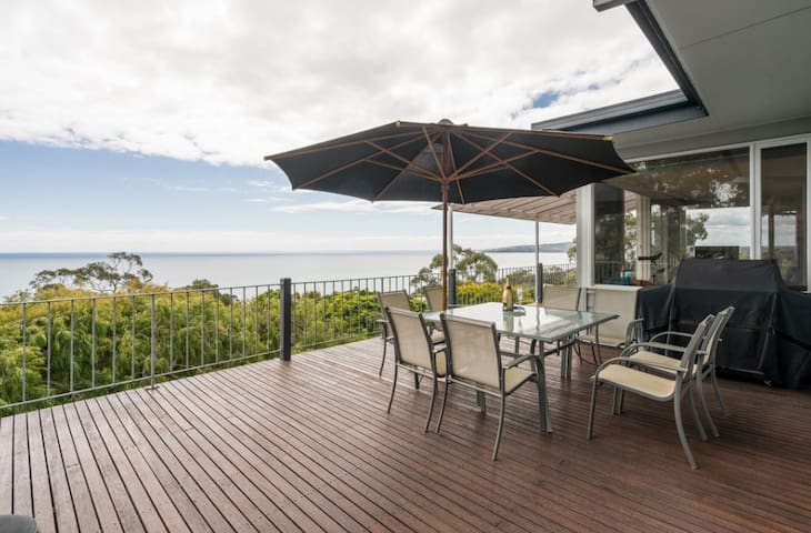 Amazing Balcony Views - 4 Bedroom Beach House