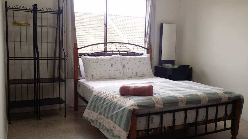 Quiet and spacious room near Woodleigh MRT(R2)