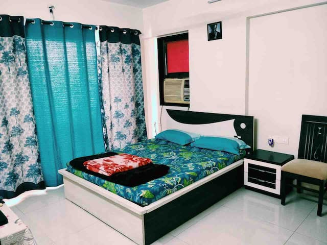 Air Cond private room in my 2BHK