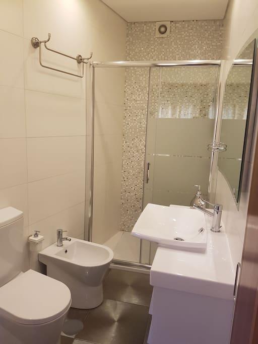 casa de banho (quarto 1)