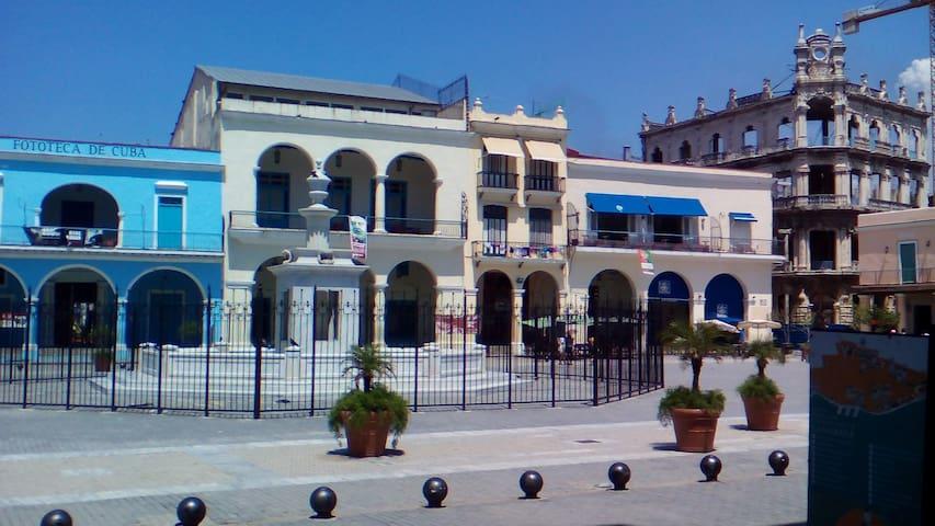 Casa Villamolk, la Plaza Vieja