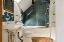 Fully fitted 3 piece bathroom suite