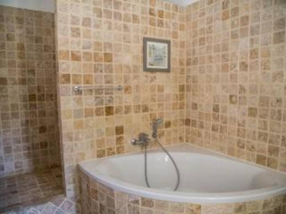 Corner bath in ensuite 1