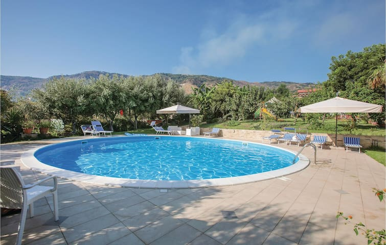 Holiday cottage with 3 bedrooms on 110m² in Joppolo