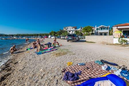Gorgeous seafront Apt. ¨TINA¨ on the beach - Pirovac - Apartment