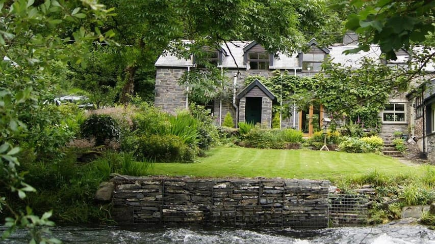 Dovey Valley Cottage 2097