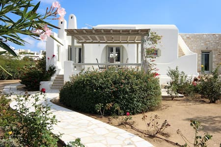 Traditional cycladic villa - Golden Beach of Paros - ปารอส