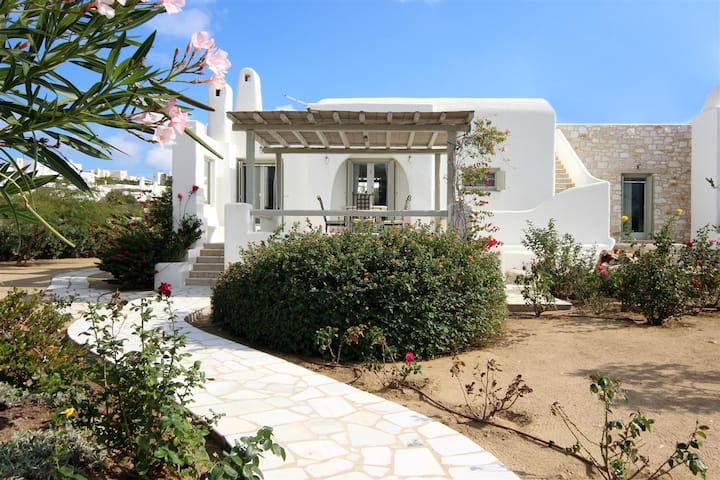 Traditional cycladic villa - Golden Beach of Paros