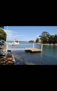 Waterfront house at Tuncurry - Tuncurry - Rumah