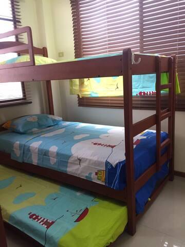 Room #3 with Bunk bed 3 levels Habitación #3 con Litera 3 pisos