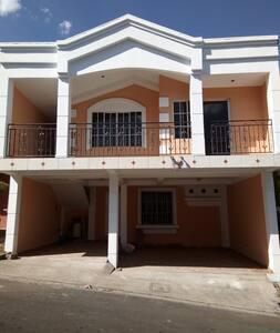 Habitación Individual en casa de familia