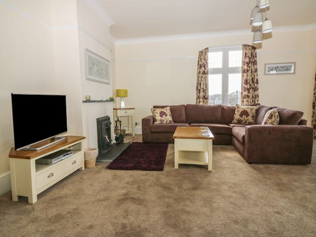 NO. 39 BUDE, pet friendly, with open fire in Bude, Ref 954999