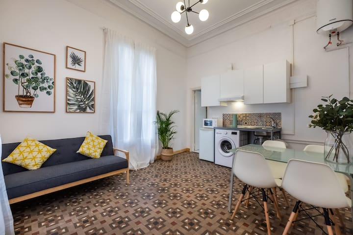 CHARMING 2BDR APARTMENT IN THE HEART OF THE CITY