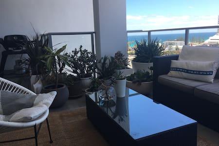 Designers' Coastal apartment - Scarborough
