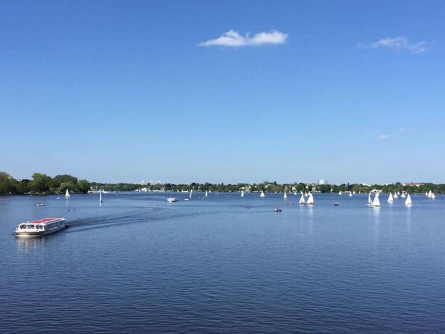 2 minutes walk from the house you are at lake Alster.