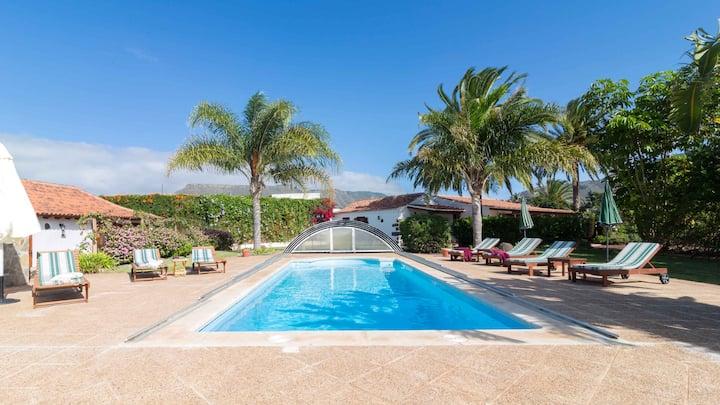 Apartamento de una habitación en San Cristóbal de La Laguna, con magnificas vistas al mar, piscina compartida, jardín cerrado - a 3 km de la playa
