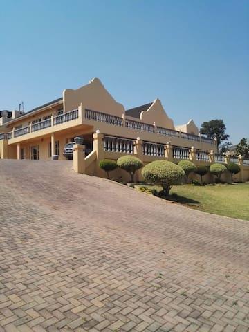 Beautiful Pretoria Home with a spectacular view.#2