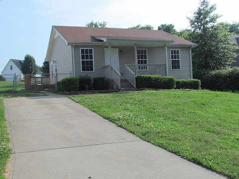 Beautiful cul-de-sac home!!! with a FENCED IN YARD!