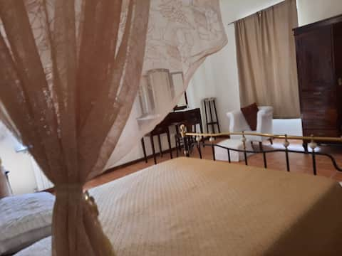 BEAUTIFUL SUITE IN 18TH CENTURY HISTORICAL PALAZZO