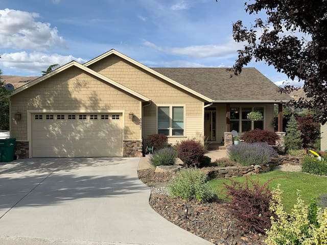 Spacious Wenatchee Home with a View