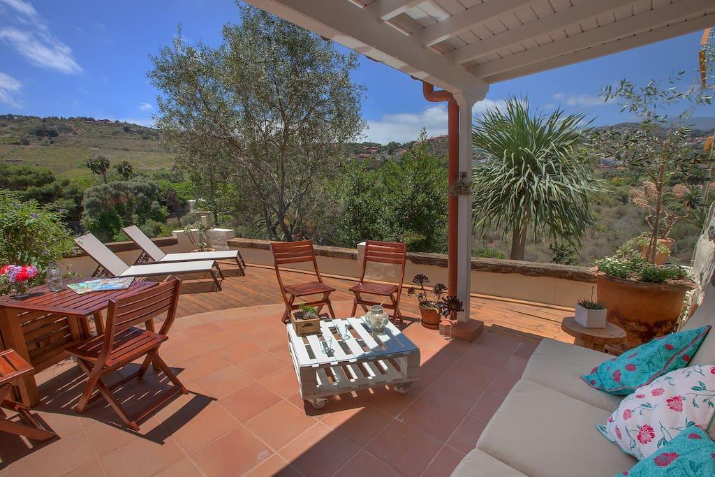 Luxury 1br rural house next to las palmas bungalows zur - Tumbonas aki ...