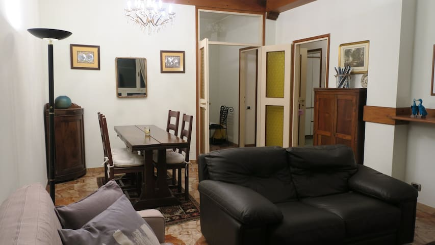 Spacious Apt. near Train Station-5min walk