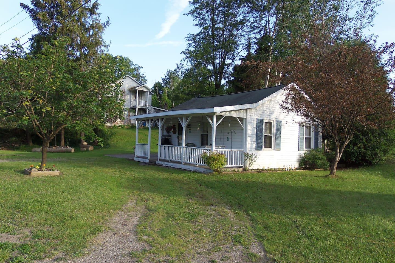 Private Cottage 3.5 Miles from Chautauqua Institution