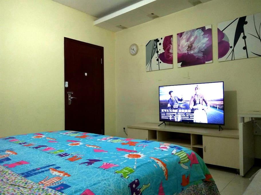 一米八超级舒适的席梦思床垫和大床,爱上睡眠爱上床,49寸小米智能电视