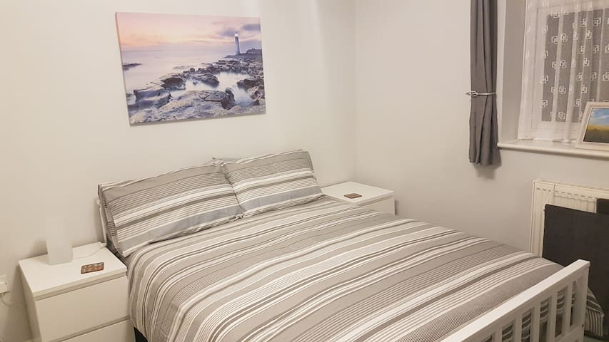 Furzey Double Room & Private Bathroom near Quay