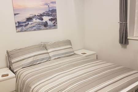 Furzey Double Room & Private Shower Room near Quay