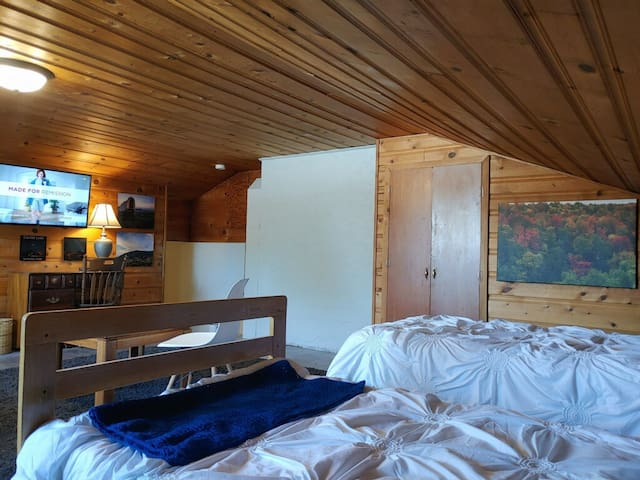 Private guest suite one hour from Crater Lake.