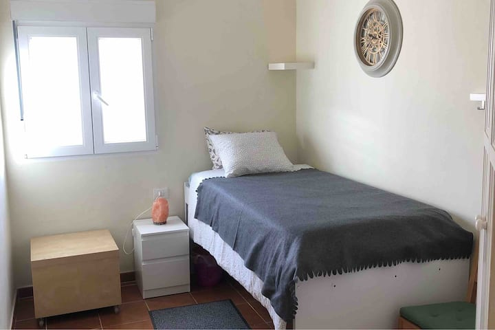 A cosy room in a private house free WIFI/ parking