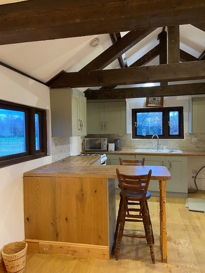 Amazing views in peaceful bespoke cottage