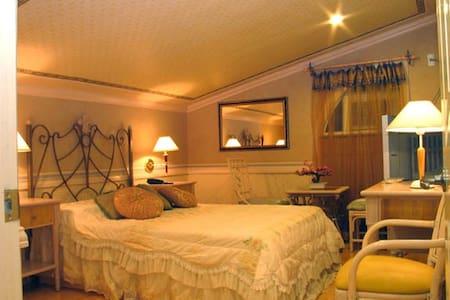 Europa Mansionette Inn cozy getaway - Mandaue - Bed & Breakfast