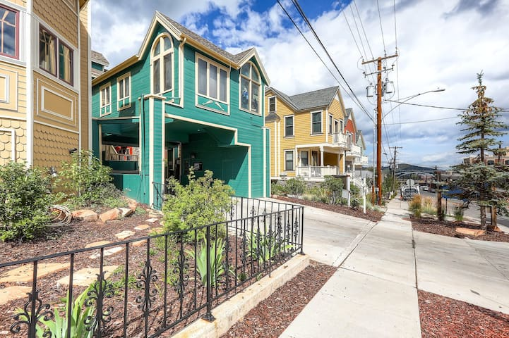 Popular condo in historic Park City - close to the Town Lift & Main Street!
