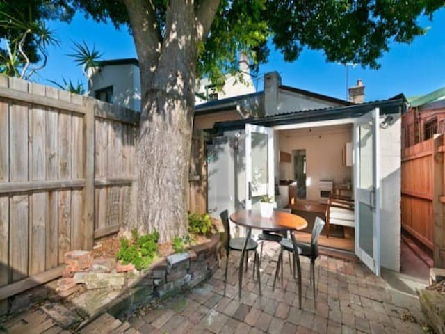 Cute Newtown Terrace Apartment
