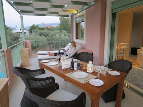Tranquil Apartment By The Shore Of The Ionian Sea.