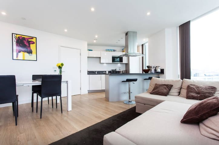 Luxury 2 Bed & Bath Flat Close2Tube - Londen - Appartement