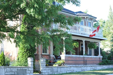 Rippling Waters Bed and Breakfast (Venice Room)