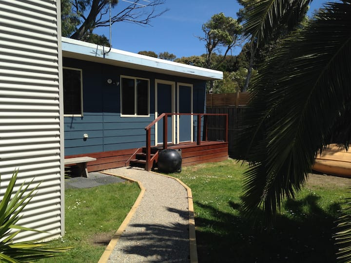 The Bayside Bungalow - Ideal for couples/singles