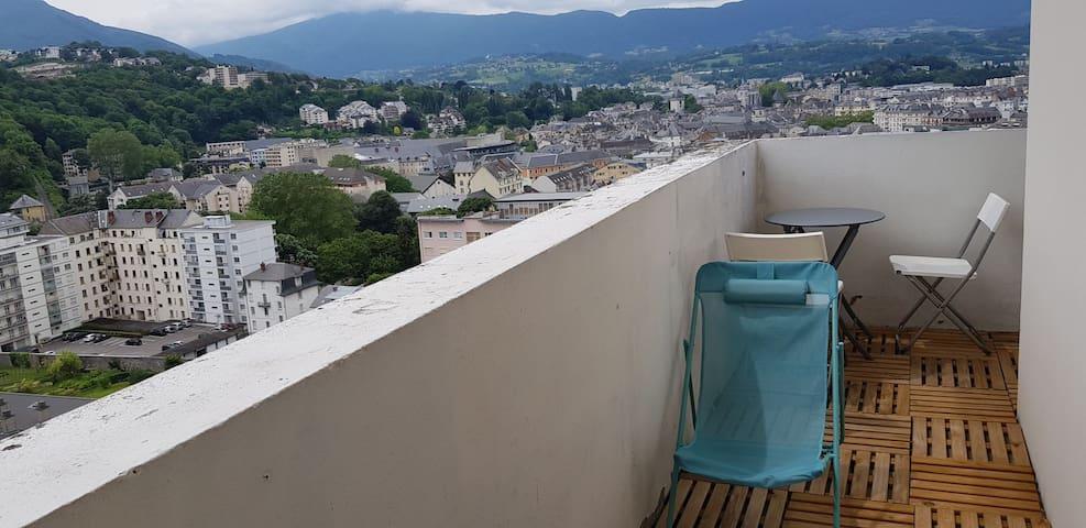 Idéalement placé centre, terrasse vue magnifique !