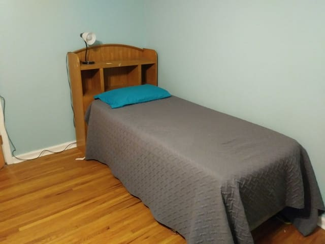 Simple room close to down town and great park
