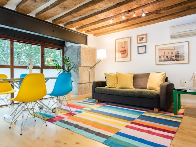 SOL **Rustic Colorful Apartment**