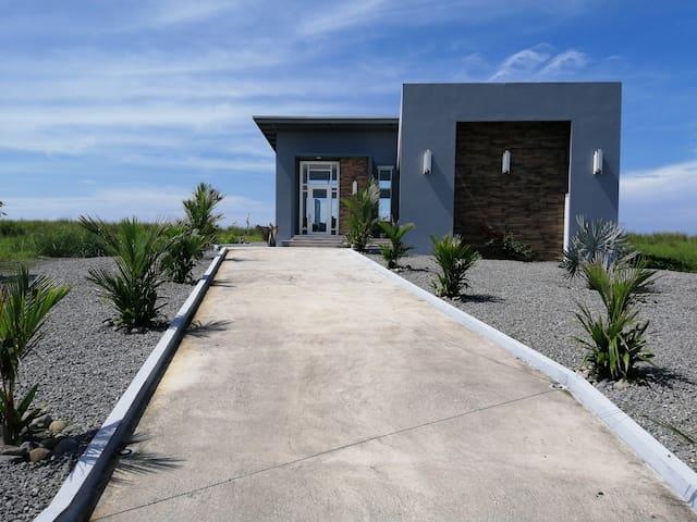 Casa Playa Negra
