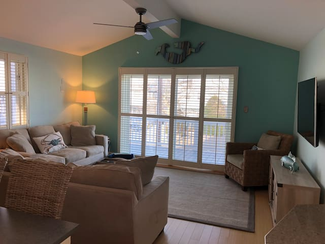 Beach Block Bungalow-Townsend's Inlet-new rental!