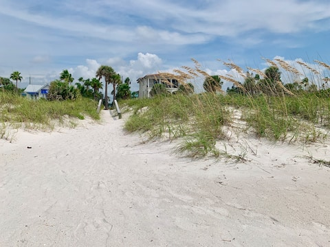 Charming Cottage in Pass-A-Grille Beach, Pets Ok