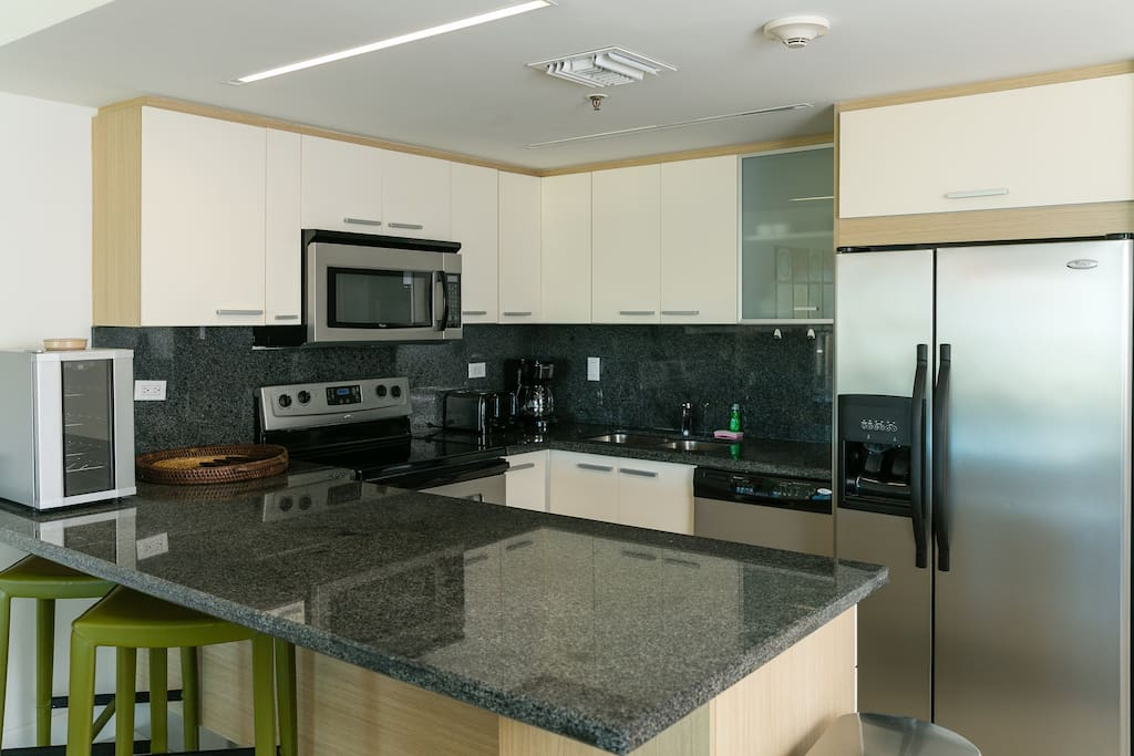 fully equipped kitchen with small wine cooler