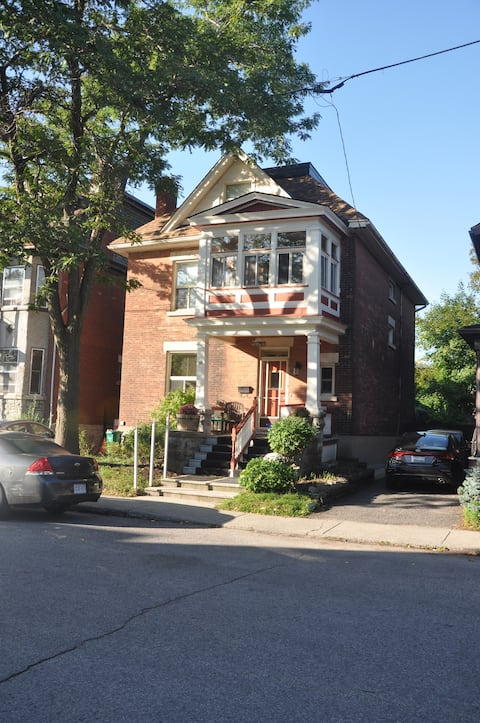 Private room with kitchenette in Ottawa Sandy Hill